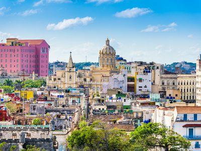Kuba-Havanna-Skyline-istock-905996466