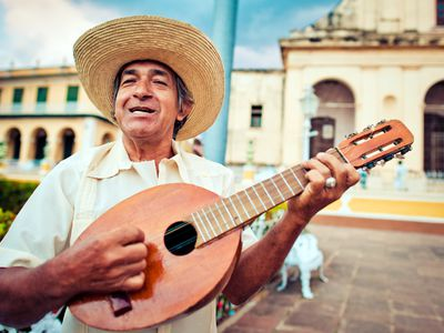 Kuba Trinidad Mann Gitarre iStock 472191887