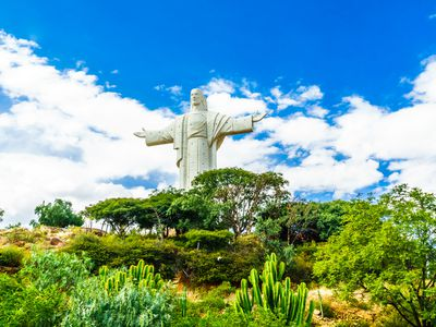 Bolivien Cochabamba Christus Statue iStock 955777164