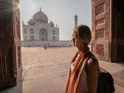 Indien Agra Taj Mahal Frau Touristin gute Zeit