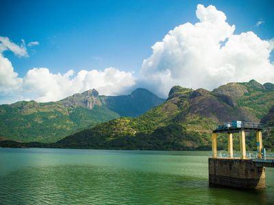 Indien Pollachi See Staudamm Aaliyar