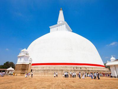 Sri Lanka Anuradhapura Dagoba weiss rund riesig
