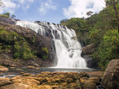 Sri Lanka Horton Plains Baker Falls Wasserfaelle tosend Wanderung