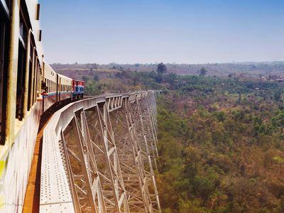 Myanmar Hsipaw Gokteik Goteik Viadukt Bruecke Schlucht Zugfahrt
