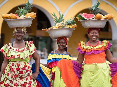 Kolumbien Cartagena drei Obstverkaeuferinnen iStock 626340908