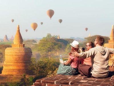 Myanmar Bagan Tempelfeld Ausblick Reisende