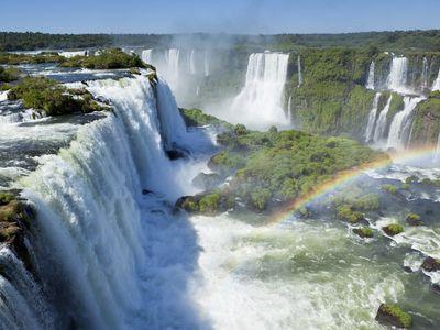 Argentinien Iguazu Wasserfälle Garganta del Diablo iStock 155384430