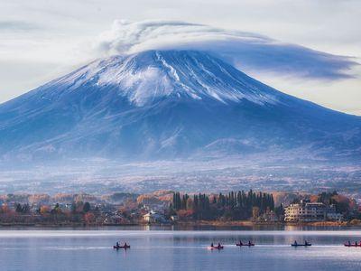 Japan Reise Kanufahrt Mount Fuji iStock 1190954146