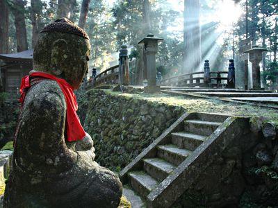 Japan Koya Friedhof Tempelübernachtung iStock 185989706