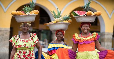 Kolumbien Cartagena drei Obstverkaeuferinnen iStock 626340908 croppedv2